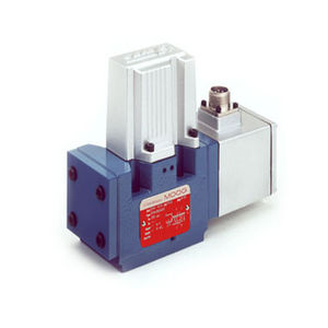 pilot-operated hydraulic directional control valve