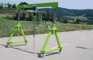 height-adjustable gantry crane