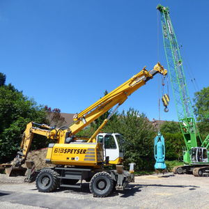 mobile crane / boom / telescopic / construction