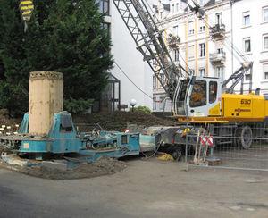 mobile crane / boom / lattice / construction