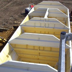 storage hopper / metering / for concrete