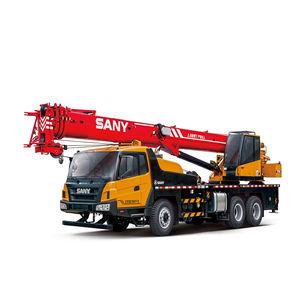 self-propelled crane