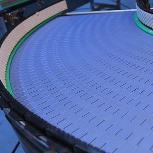 curved conveyor belt