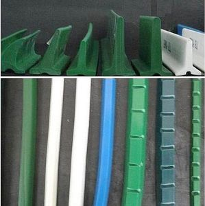 lateral guide for conveyor