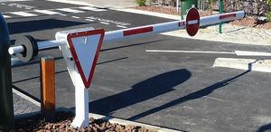 parking barrier / lifting / manual / for vehicles