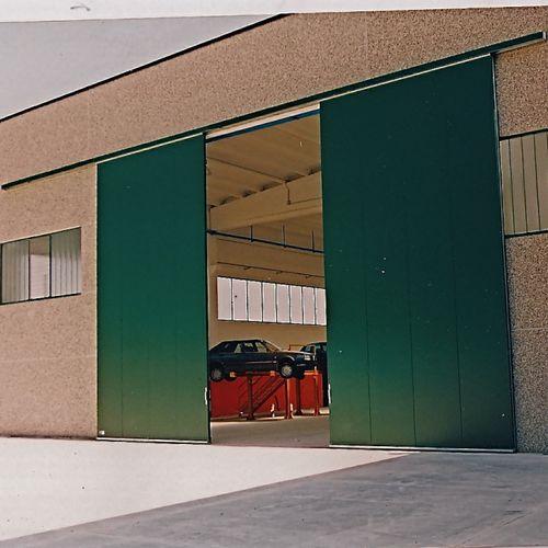 sliding door / metal / hangar / industrial