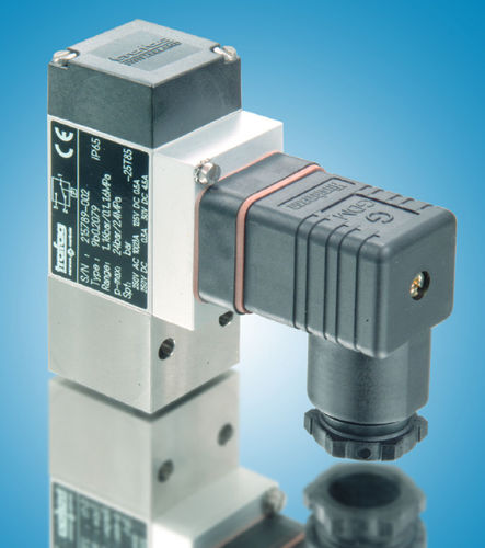 diaphragm pressure switch / piston / bellows / for hydraulic applications
