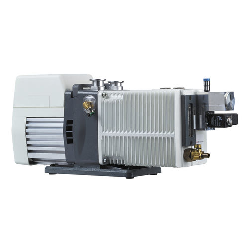 rotary vane vacuum pump / oil-lubricated / two-stage / low-noise level