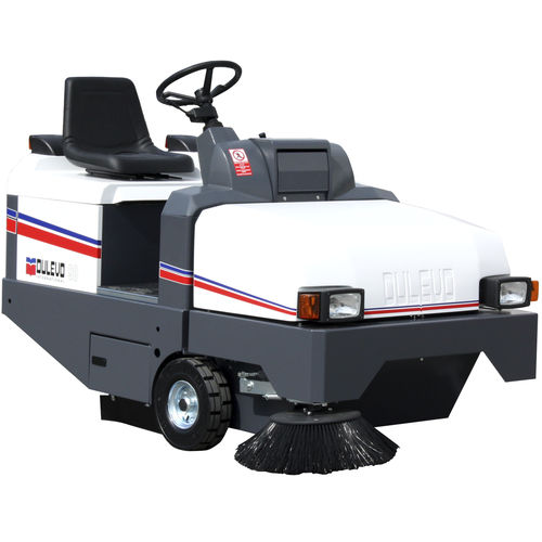 ride-on sweeper / battery-powered / diesel / gasoline