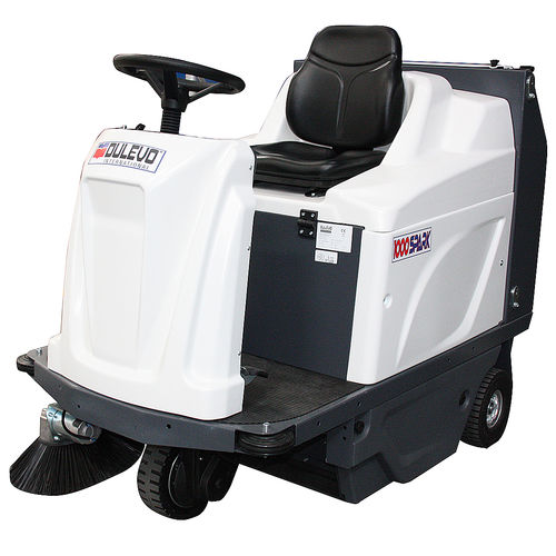 ride-on sweeper / battery-powered / gasoline / compact