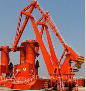 mobile crane / shipbuilding / harbor / loading