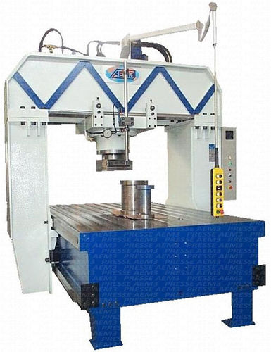 hydraulic press / straightening
