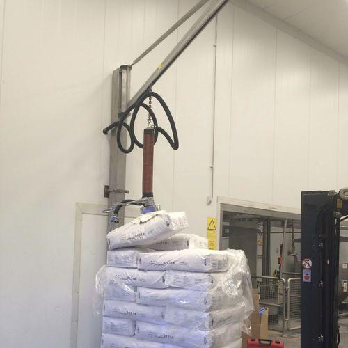 wall-mounted jib crane / overbraced / lifting