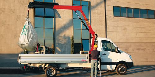 truck-mounted crane / swing-arm / hydraulic / loading