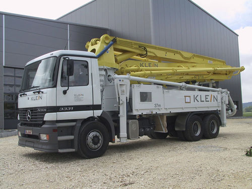 mobile truck-mounted concrete pump