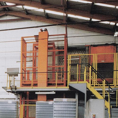 platform lift / for pallets / vertical