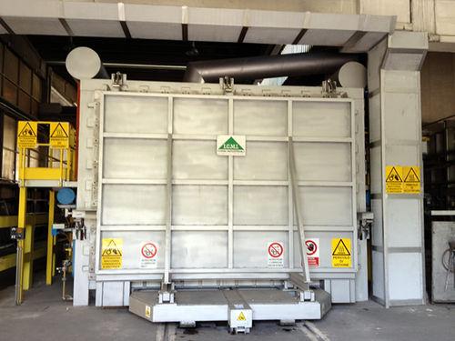 reheating furnace / car bottom / gas / for aeronautical applications