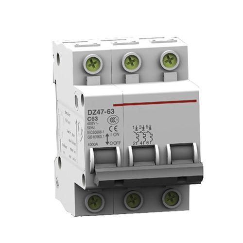 air-insulated circuit breaker