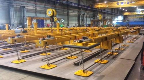 sheet metal vacuum lifting device / electric / diesel / horizontal
