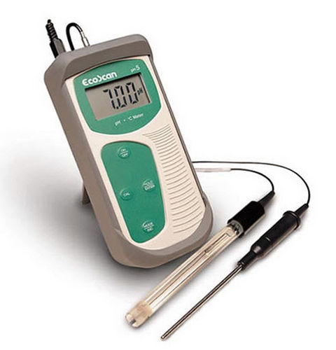 portable pH meter / process / with automatic temperature compensation