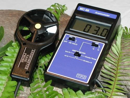 thermoelectric thermo-anemometer