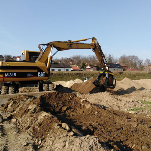 screening bucket / for excavators / for backhoe loaders / earthmoving