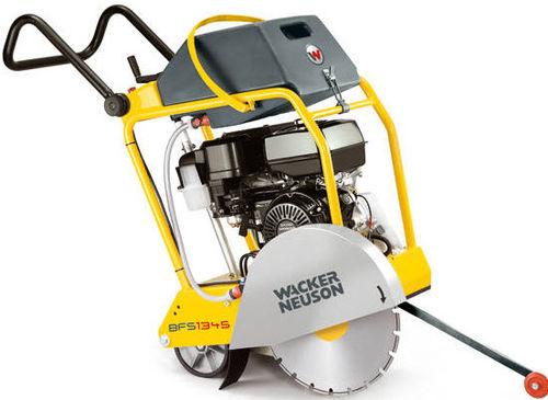 floor saw / for asphalt / combustion engine