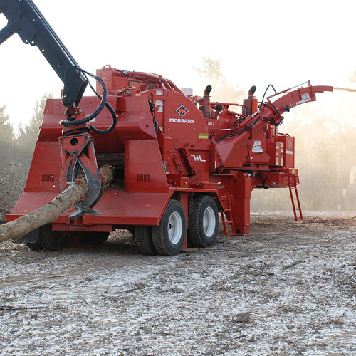 trailer-mount wood chipper