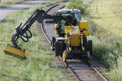 verge mower mulcher / for railroad networks