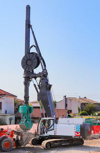 diaphragm wall drilling rig / crawler / rotary / hydraulic