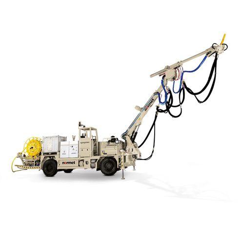 concrete spraying machine / articulated arm