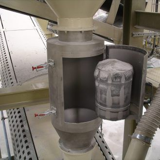 separator with cylindrical magnet / metal