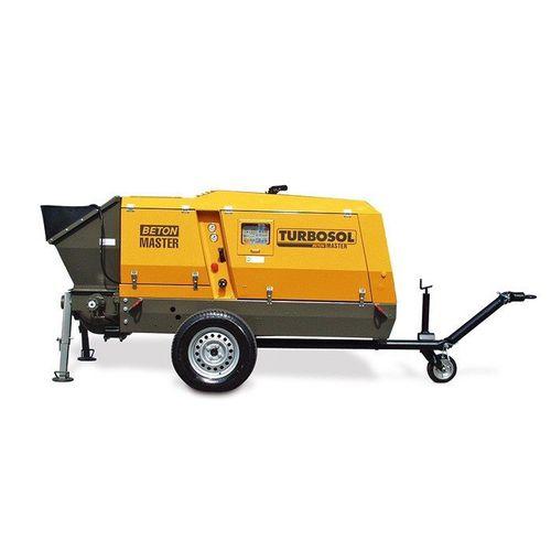 trailer-mounted concrete pump / for construction