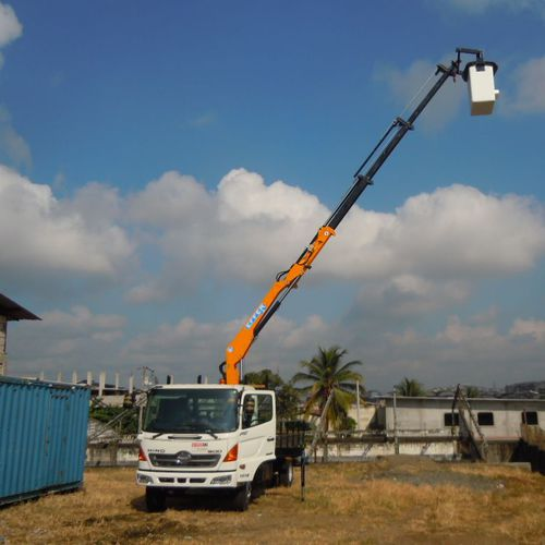 truck-mounted crane / top-slewing / hydraulic / lifting