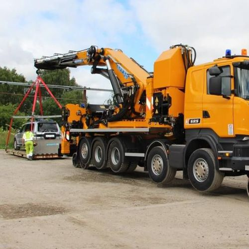 truck-mounted crane / telescopic / for railway applications / hydraulic