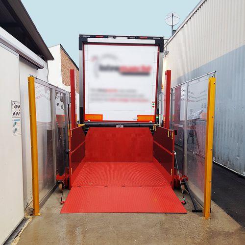loading platform / roller / for trucks / hydraulic