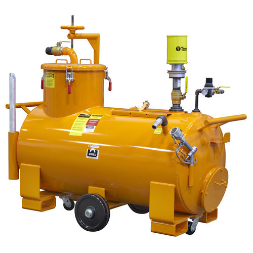 water vacuum cleaner / compressed air / mobile / with tank