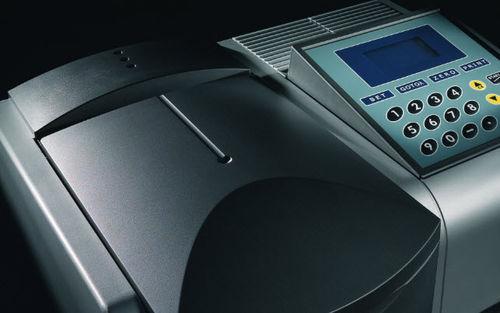 UV-Vis spectrophotometer / benchtop / double-beam / compact