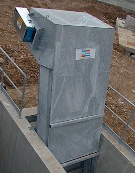 step screen / for wastewater treatment / coarse screening