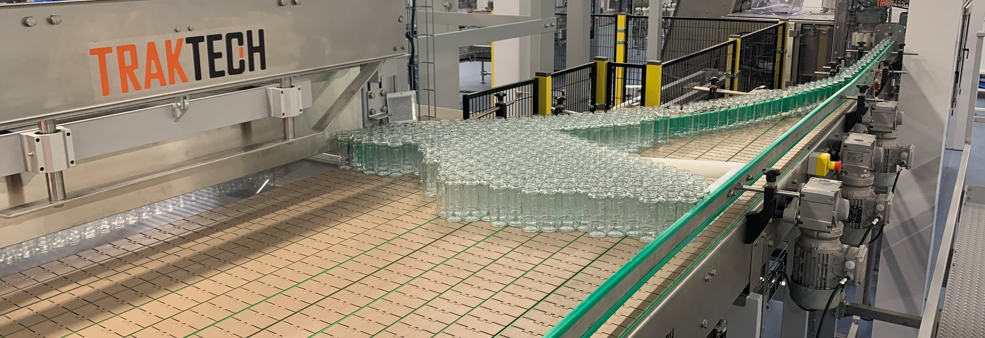 Beginning of a filling line for multiformat containers