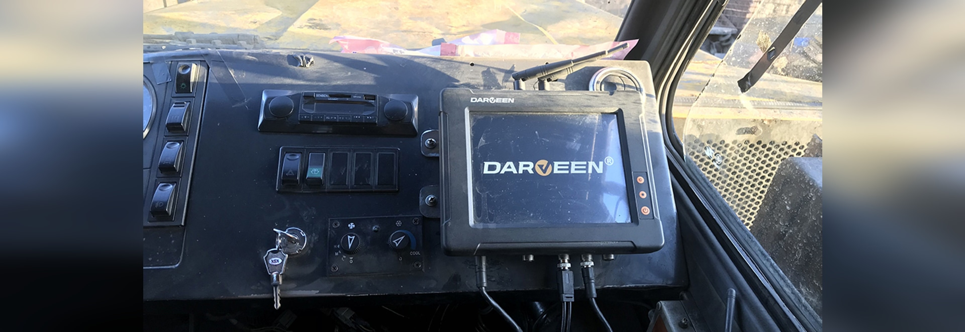 Darveen Vehicle Mount Computer with M12 Aviation Socket for fleet management of mining vehicles