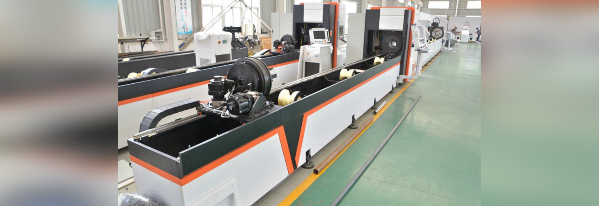 Mass production of automatic bundle loader fiber laser metal pipe / tube cutting machine by Golden Vtop Laser Fiber laser cutting machine