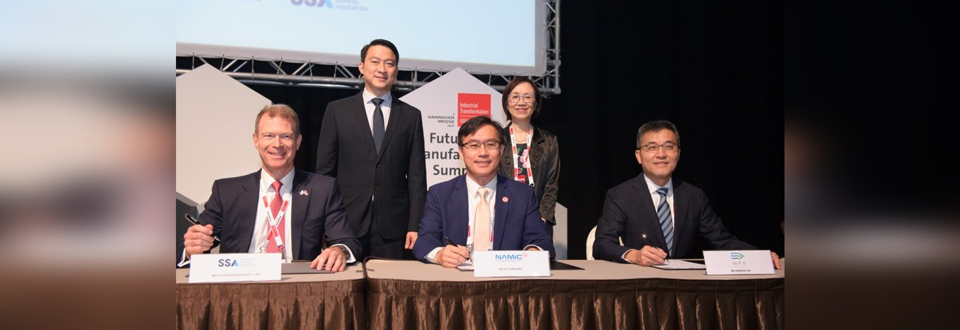 The MoU signing ceremony. (L-R) Steen Brodsgaard Lund, SSA Councillor and Chairman of SSA Technical Committee, Lam Pin Min, Senior Minister of State, Ministry of Transport and Ministry of Health, H...
