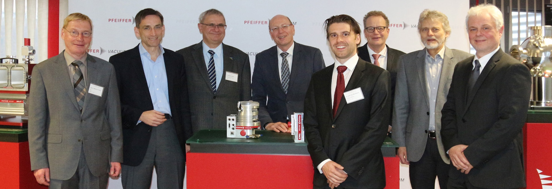 Pfeiffer Vacuum welcomes this year's Röntgen Award winner, Dr. Lars von der Wense