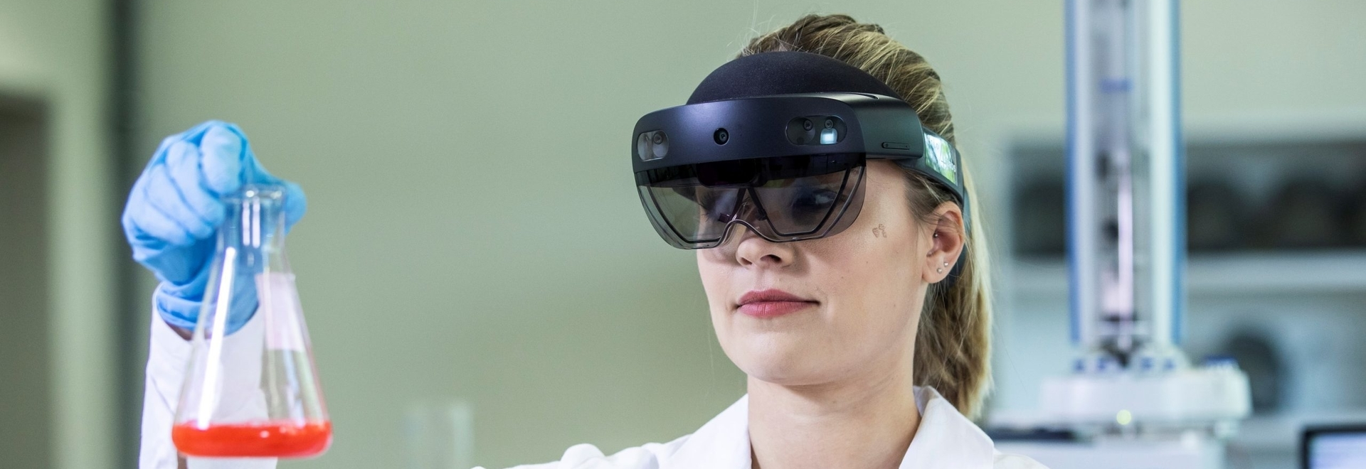 Solution4Labs has created a paperless solution called Holo4Labs for laboratories using Hololens2 by Microsoft.