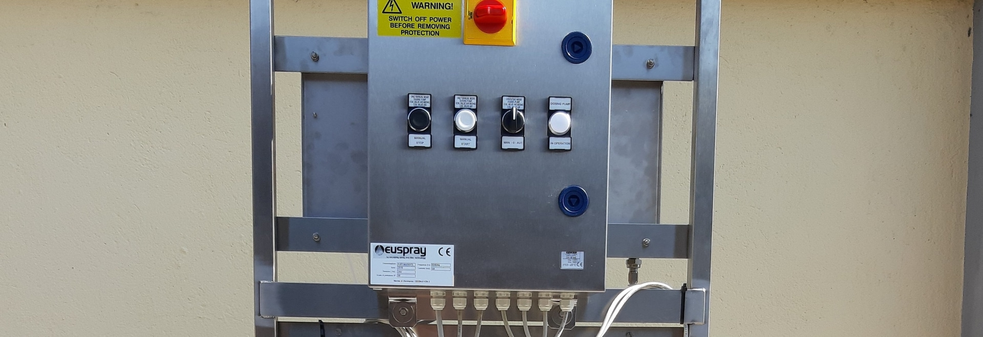 SPRAYING SYSTEM FOR LABELS APPLICATION
