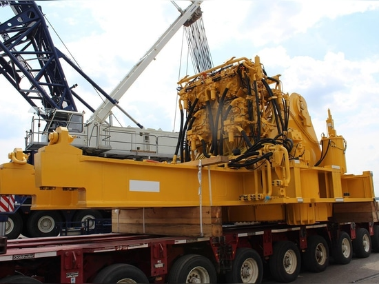 ALS transports 300 tonne Komatsu