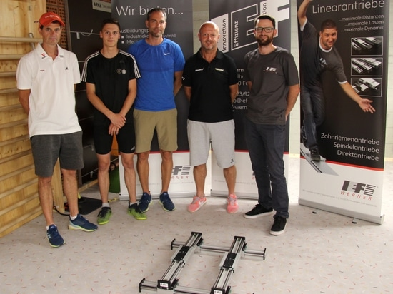 """The system perfectly simulates the take off from the ski jump"""": Stefan Horngacher, Paul Schlegel, Niclas Kullmann, Rolf Schilli, Andreas Hirt are enthusiastic (from left)."""