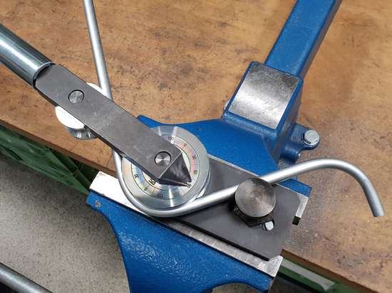 Clamp and bend to the required angle: it's that simple with the Stauff manual tube bender.