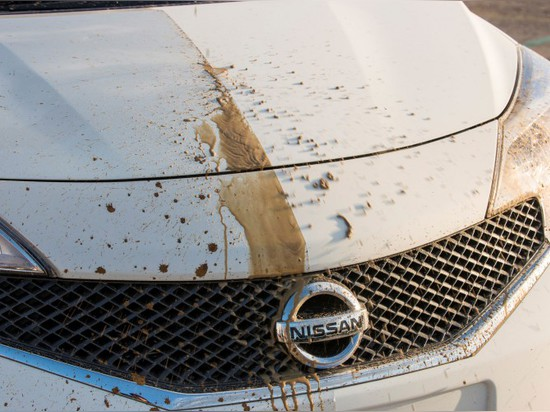 NISSAN NOTE : 'WORLD'S FIRST SELF-CLEANING CAR'